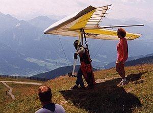 300px-Hangglider.austria.750pix